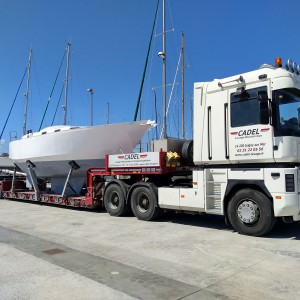 Transport exceptionnel d'un bateau avec notre semi extrasurbaissée